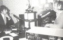 Zanger Jacques Raymond in gesprek met oprichter Fred Steyn (1982)