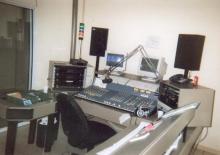 Radio CONTACT live-studio die gelegen is aan de Brusselsesteenweg 6 bus 17 te 3020 Herent. Vanuit deze live-studio vertrok het geluid voor: Radio CONTACT Leuven 103.8 FM Radio CONTACT Diest 105.1 FM Radio CONTACT Herk-de-Stad 107.9 FM Radio CONTACT Tienen 107 FM