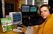 Philippe Persoons in de studio van Radio MANGO Leuven, donderdag 21 november 2002