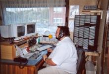 Noël van Rompay tijdens zijn programma op zondagmorgen bij radio MANGO Aarschot in de live-studio (augustus 2002)